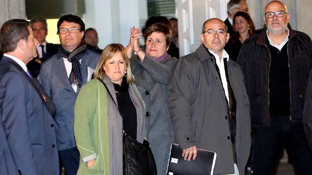 El magistrat imposa una fiança de 25.000 euros als altres quatre imputats.