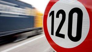 Limitación de velocidad en una autopista de Bremen, la primera que empezó a fijar límites en Alemania.