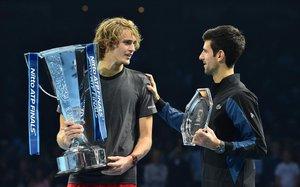 Zverev y Djokovic, en la final de la ATP en Londres.