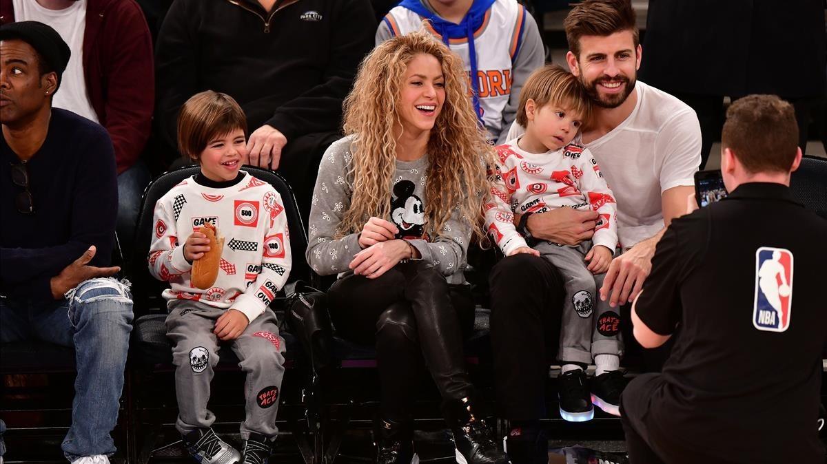 Shakira y Piqué, con sus hijos Sasha y Milan.