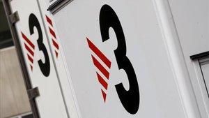 Varias unidades móviles de TV3 en los estudios de Sant Joan Despí