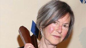 Louise Glück, cuando ganó el National Book Awards, en el 2014.