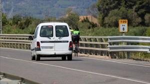 Lugar del atropello mortal de dos ciclistas en la T-310, entre Riudoms y Montbrió.
