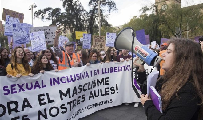 """Los estudiantes de la Casa de Oficis de Viladecans rapean contra """"la discriminación machista"""""""