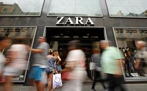 Marca estrella 8Tienda de Zara en el centro de Barcelona.