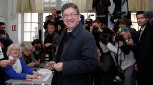 Mélenchon vota en París.