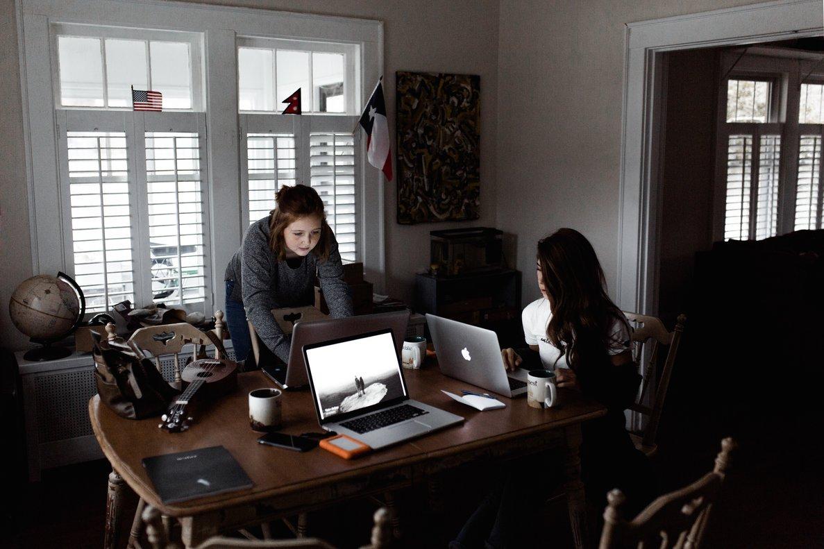 Las mujeres reconocen tener que esforzarse más para conseguir lo mismo que los hombres en el sector fintech
