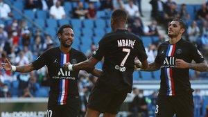 Neymar, Mbappé e Icardi celebran uno de los goles al Le Havre.