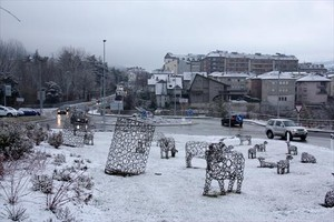 Nieve en el acceso a La Seu dUrgell desde Montferrer i Castellbò, ayer.