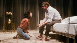 Marta Ossó y Pere Arquillué, en una imagen de Blasted, en cartel en la Sala Petita del TNC.