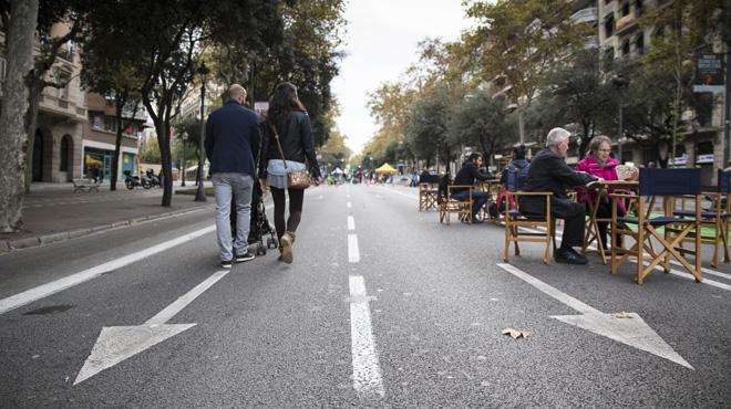 Onze carrers tallats a Barcelona cedeixen l'espai als vianants.