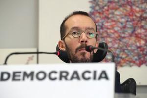El secretario de organización de Podemos Pablo Echenique durante la rueda de prensa que ofreció tras la reunión del Consejo de Coordinacion de Podemos.