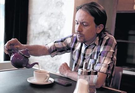 Pablo Iglesias, ayer, en una cafetería del barrio de Malasaña, en el centro de Madrid.