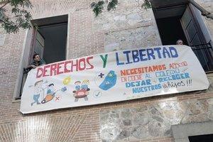 Cartel reivindicativo en el colegio Santa Isabel-La Asunción.