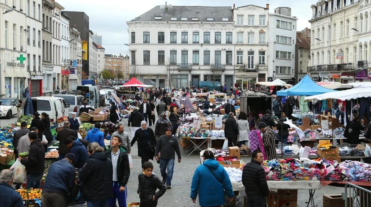Panorámica del mercado del barrio de Molenbeek, en una imagen de archivo.