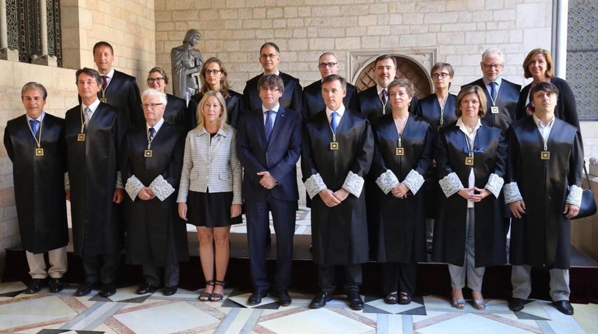 El president Puigdemont en la toma de posesión de los nuevos miembros de la Comissió Jurídica Assessora.