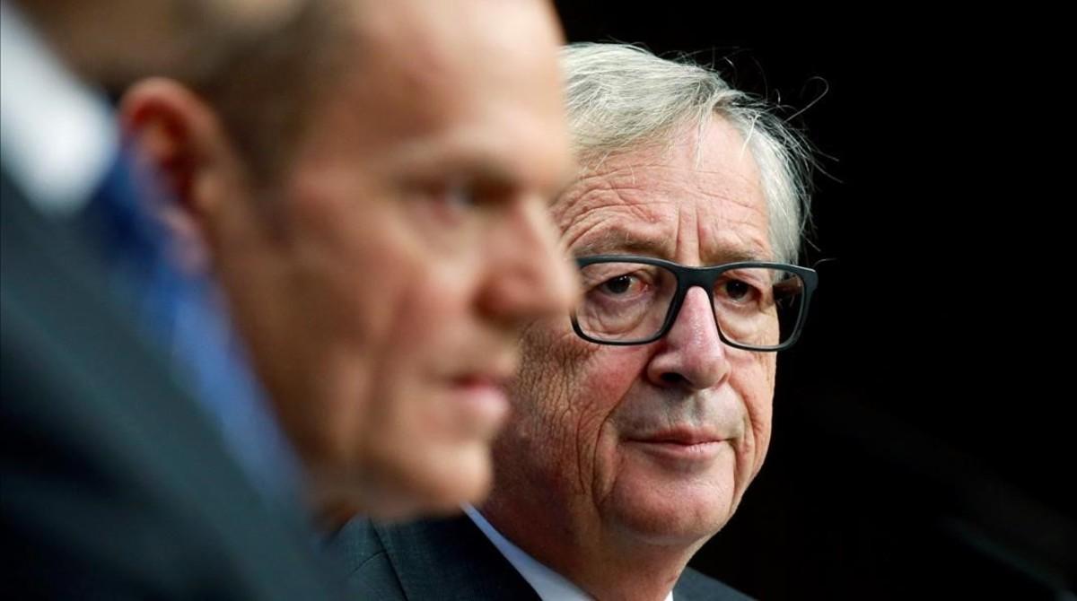 El presidente de la Comisión Europea, Jean-Claude Juncker (derecha), y el presidente del Consejo Europeo, Donald Tusk, en Bruselas.