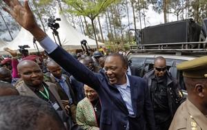 El presidente en Kenia, Uhuru Kenyatta, tras dipositar su voto en las segundas elecciones presidenciales