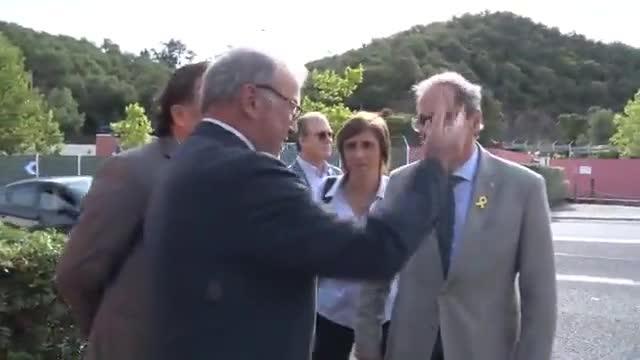 El president de la Generalitat, Quim Torra, hace una ofrenda floral en la tumba de Antoni Rovira i Virgili en el cementirio del Pertús, en Catalunya Nord o Sud de Francia.