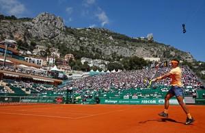 Rafael Nadal disputa un punto en el torneo de Montecarlo del 2016.