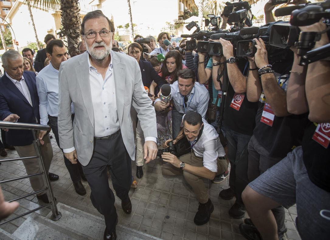 Rajoy a su llegada al congreso del PP en Valencia.