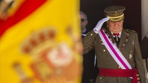 El rey Juan Carlos en un acto militar en San Lorenzo del Escorial, en junio del 2014.