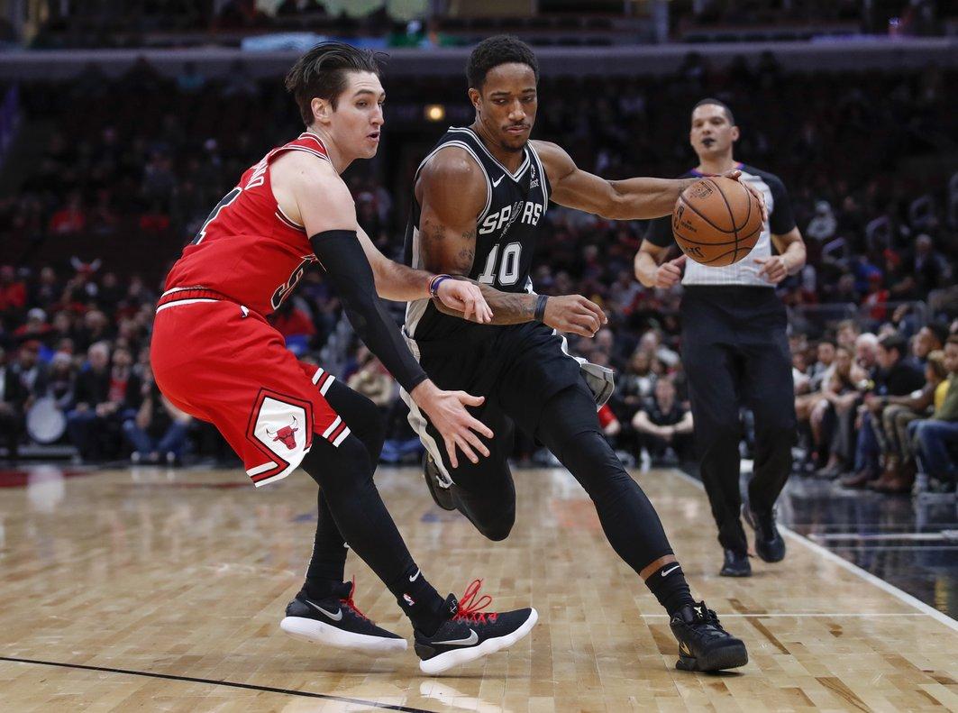 DeMar DeRozan volvió a liderar el ataque de los Spurs.