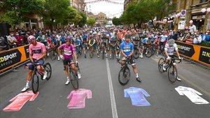 Los líderes del Giro, antes de la salida de la tercera etapa.