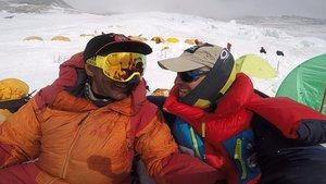 Sergi Mingote (derecha) junto al alpinista pakistaní Ali Sadphara