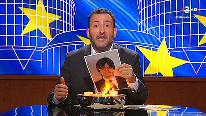 Toni Soler crema el retrat de Puigdemonta Està passant (TV3)