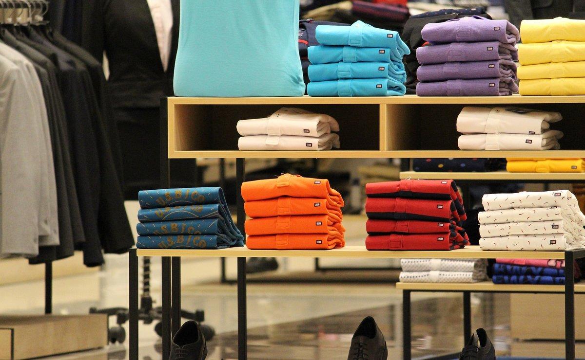 Los probadores de las tiendas de ropa tendránespejos inteligentes