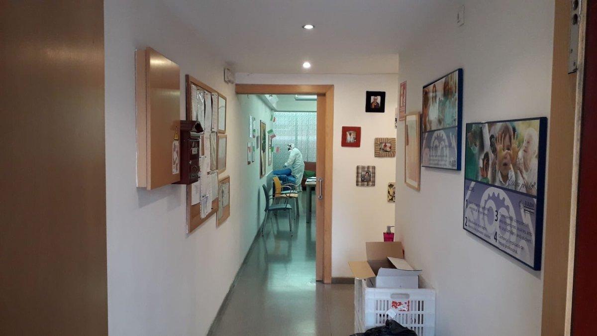 Una empresa especializada desinfecta la residencia para personas discapacitadasde Esplugues