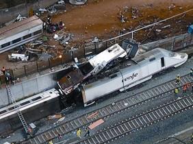 Una imagen del tren Alvia accidentado en la curva de A Grandeira.