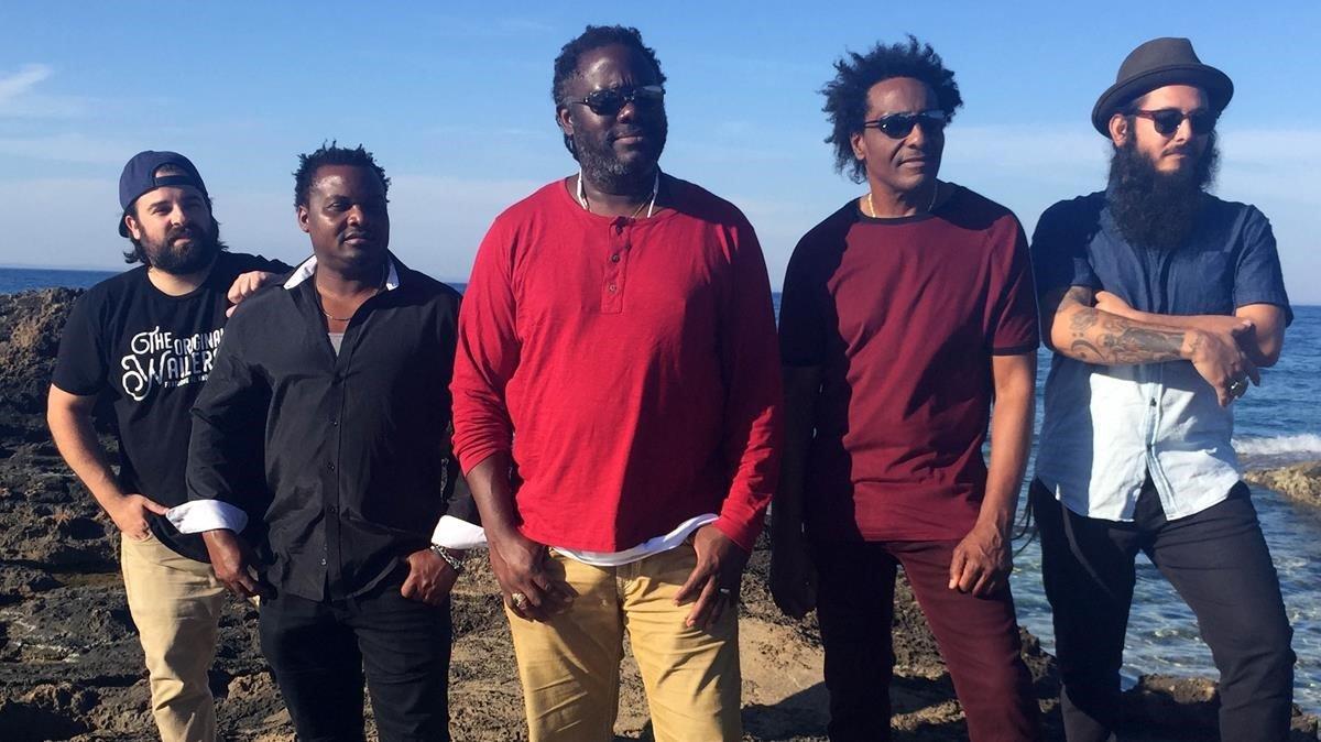 Una imagen promocional de The Original Wailers, con Al Anderson segundo por la derecha