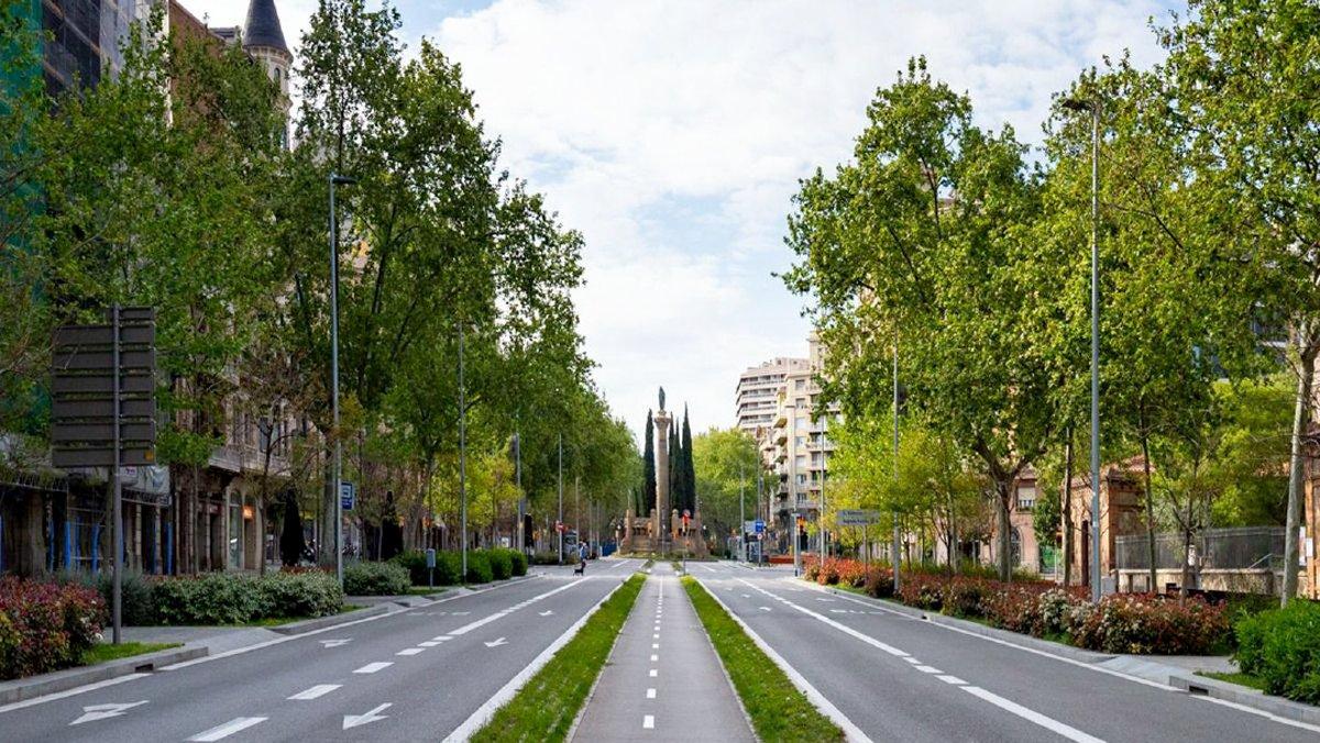 Una imagen de una calle vacía de la ciudad de Barcelona durante la pandemia.