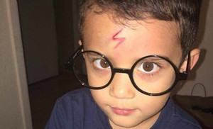 Ayden caracterizado de Harry Potter.