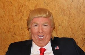 El imitador Raúl Pérez, caracterizado como Donald Trump en el Late motiv de Buenafuente.
