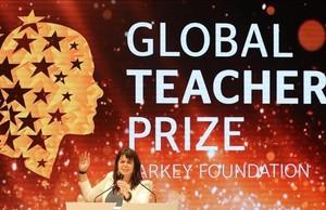 La canadiense Maggie MacDonnell, en el acto de entrega del Global Teacher Prize 2017, en Dubái.