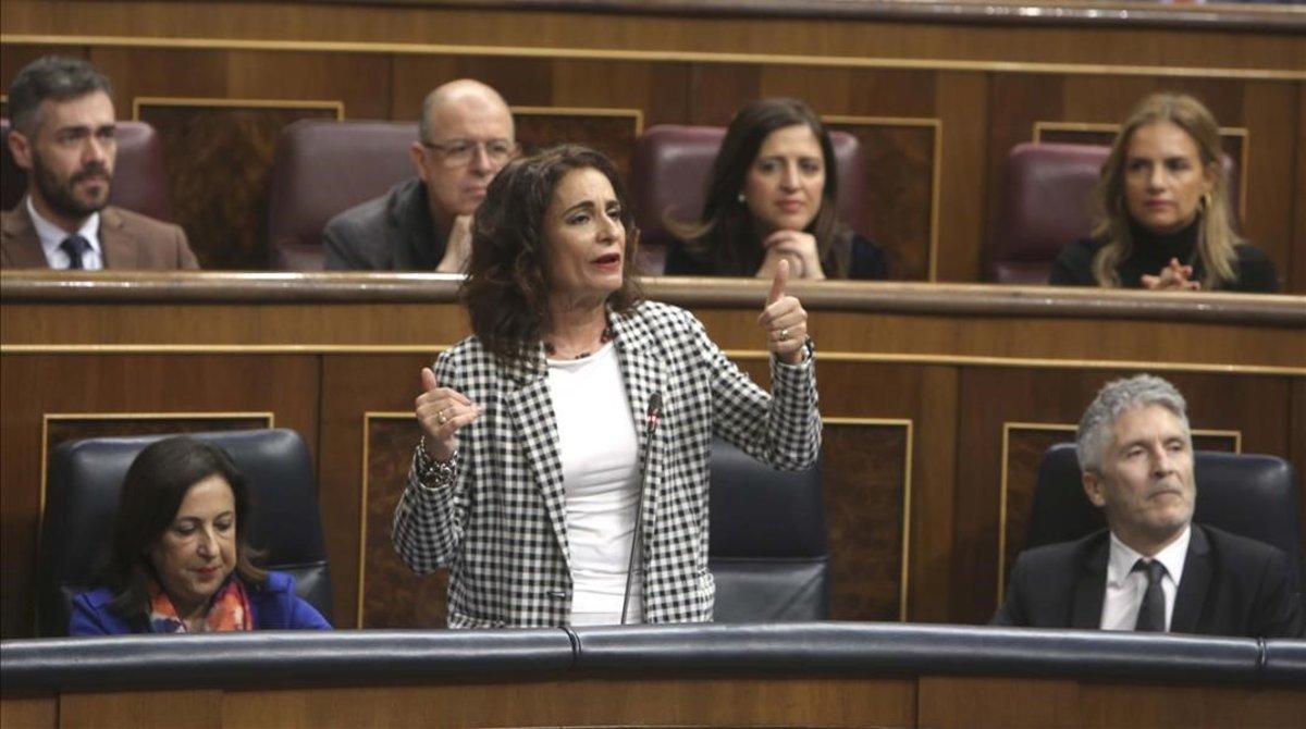 La ministra de Hacienda, María Jesús Montero, en unasesión del control al Ejecutivo en el Congreso de los Diputados.