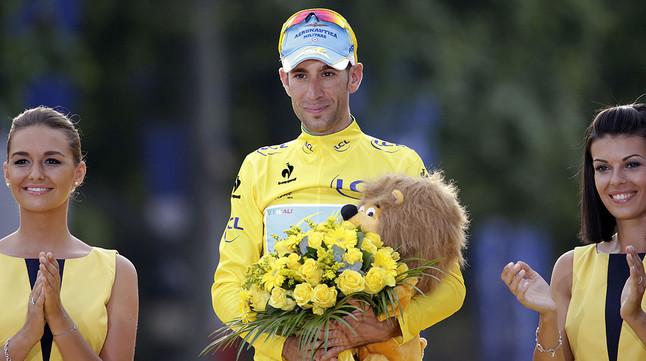 Vincenzo Nibali, a la part més alta del podi de París, al proclamar-se vencedor del Tour 2014.