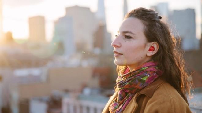 Un pequeño auricular emula el traductor universal de 'Star Trek'
