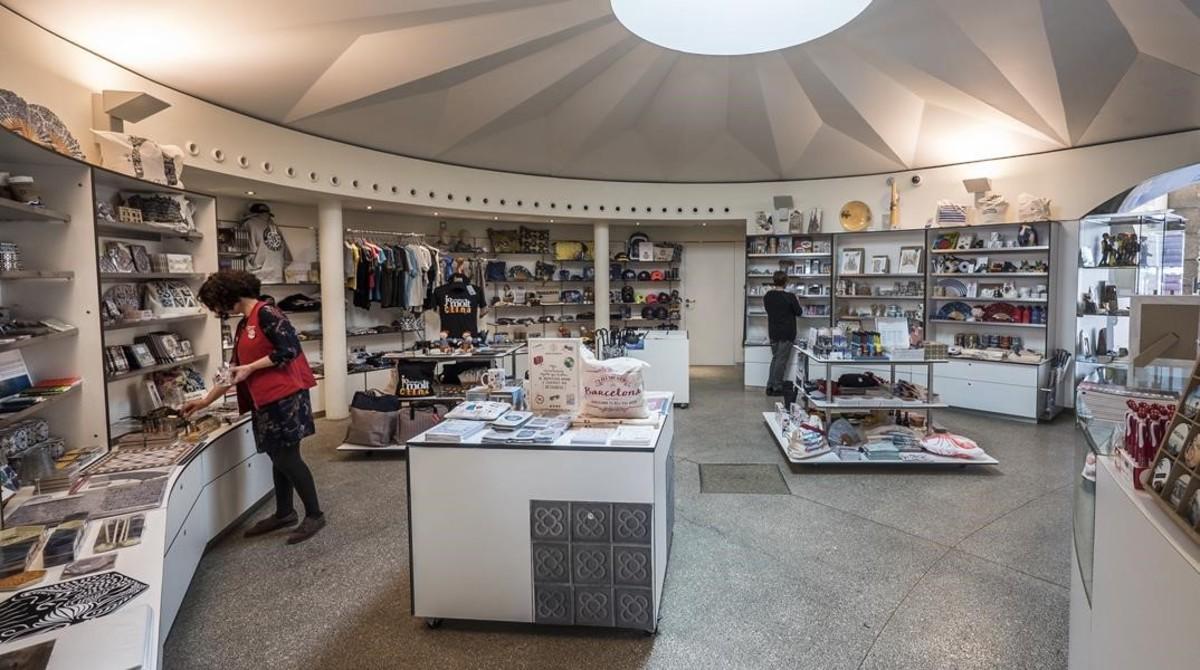 Tienda BCN Original Shop en el punto de información de Turismo de Barcelona de plaza de Catalunya.
