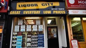 Una 'off licence' (local autorizado para vender alcohol) de Glasgow.