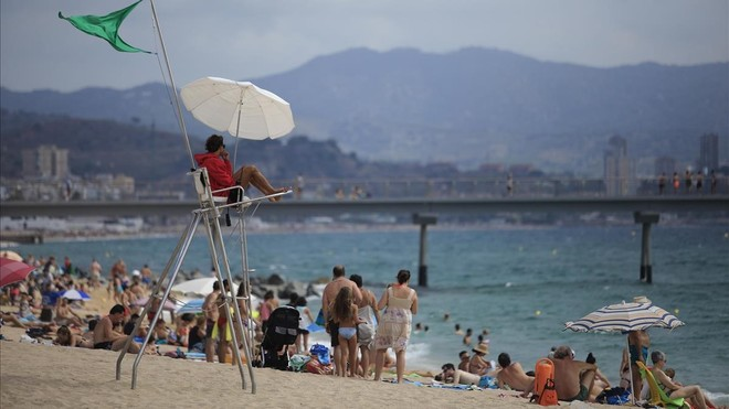 zentauroepp44654006 badalona 13 08 2018 los socorristas que vigilan las playas c180820161228