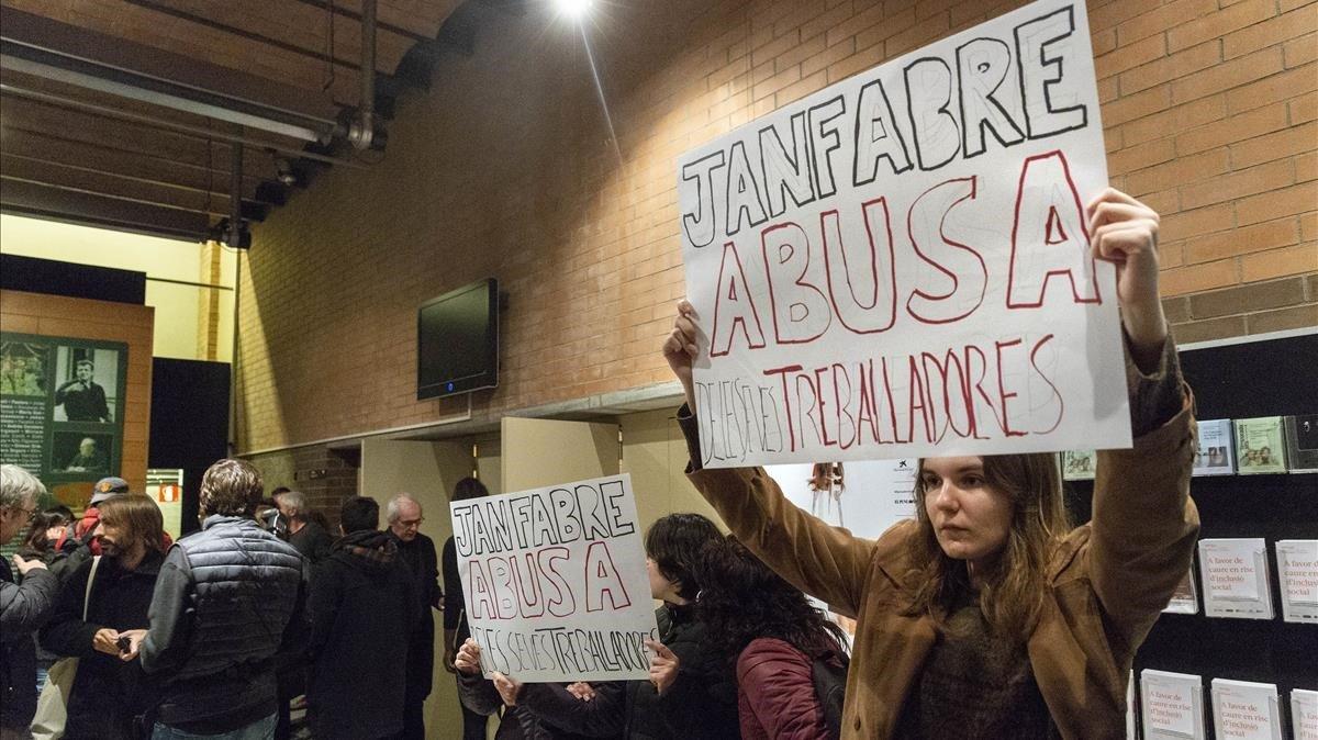 Escàs seguiment de la protesta contra Jan Fabre