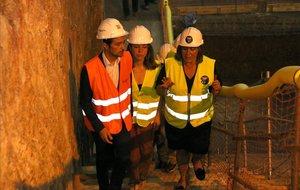 Calvet, Marin y Sanz en una visita a las obras de la futura estación Ernest Lluch.