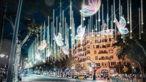 Unes papallones tenyiran de color el passeig de Gràcia per Nadal