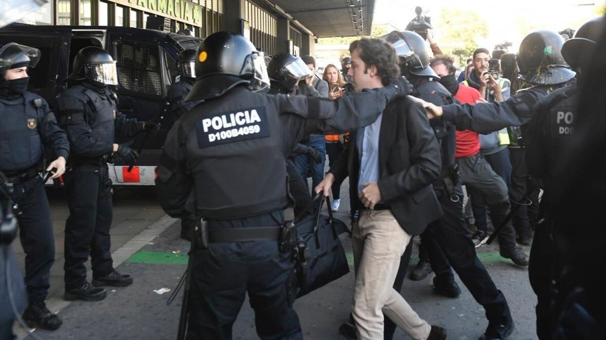 Detingut el 'petit Nicolás' per intentar apunyalar un cambrer