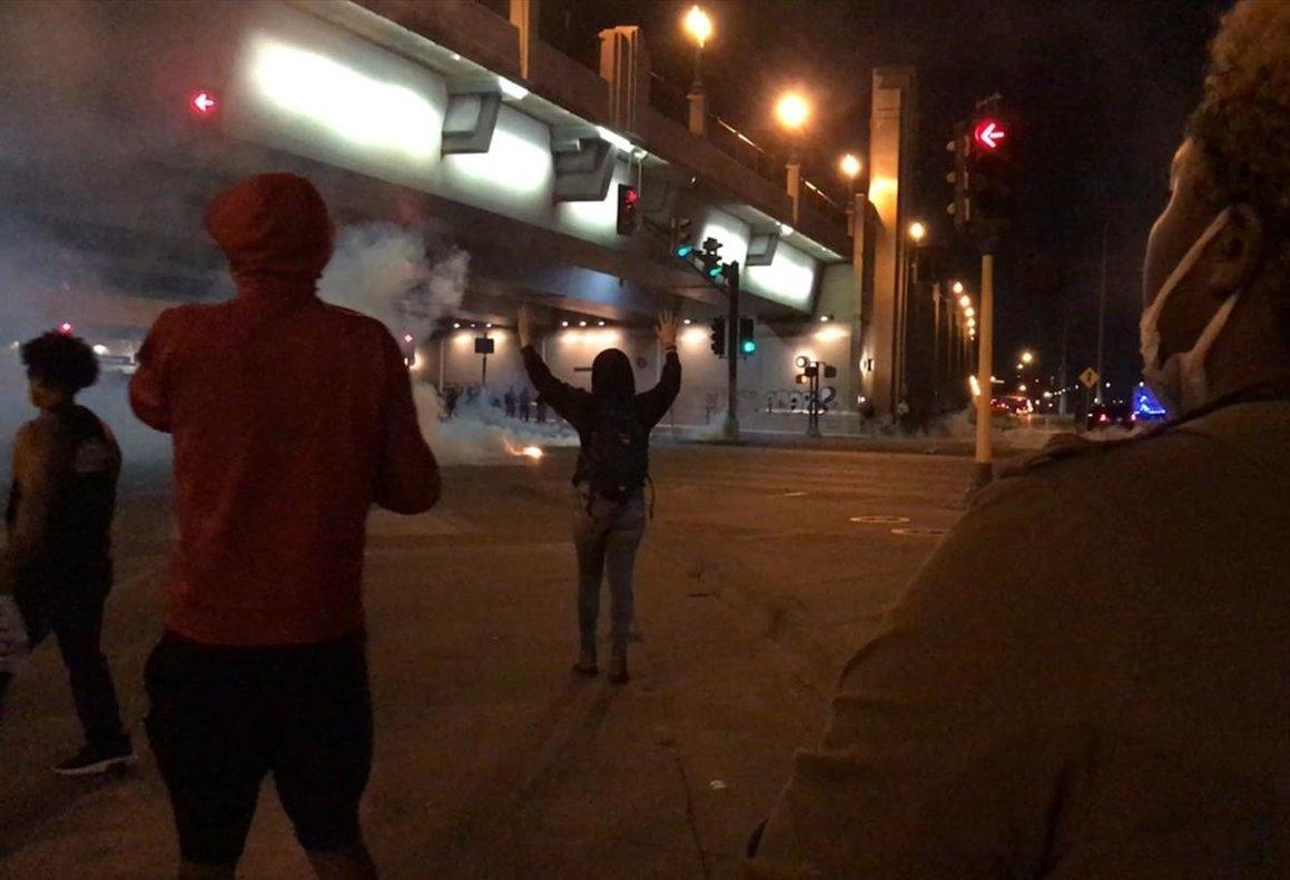 Protestas callejeras que acabaron en graves incidentes, como el incendio de edificios.