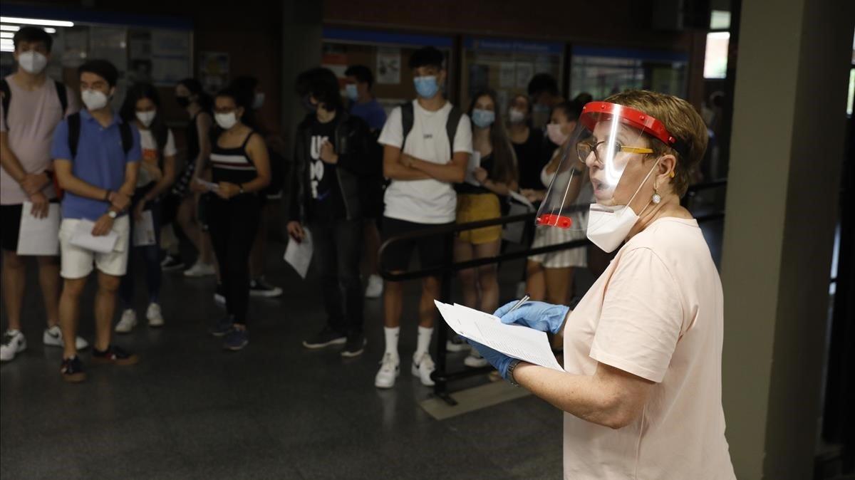 Los estudiantes han iniciado las pruebas a las nueve en punto, en la Universitat de Barcelona.